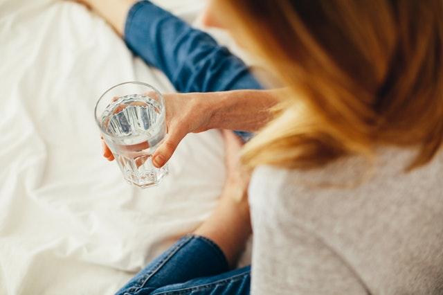 Agua purificada, sus beneficios y diferencias con el agua potable