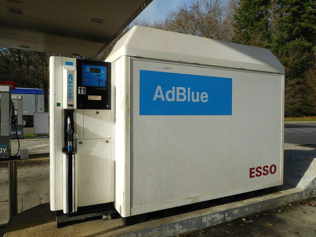 Uso del agua pura para la fabricación de AdBlue