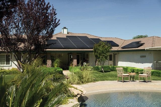 limpiar placas solares con agua desionizada