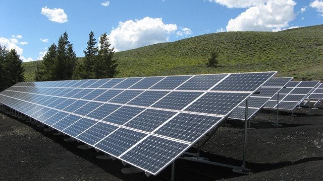 limpiar placas solares con agua desmineralizada