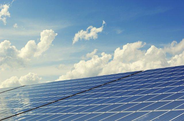 limpiar placas solares con agua destilada